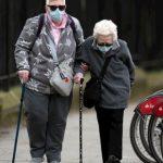 Vacina de Oxford gera resposta imune forte em idosos, indica jornal