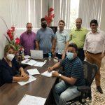 Prefeita Leninha Romão assina ordem de serviço para dá continuidade na obra de reforma e ampliação do Estádio Municipal.
