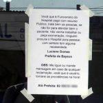 Prefeita cola cartazes em unidades de saúde e pede que pacientes reclamem de mau atendimento