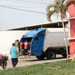 Empresa inicia coleta do lixo com carro compactador