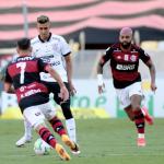 Flamengo vence, mantém sonho do Bi e complica o Corinthians