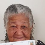 Idosa de 101 anos entrega currículo em empresa e viraliza na internet