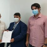 Presidente da Câmara leva a Cícero aprovação para compra de vacinas contra a Covid-19