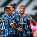 """Com três de """"Showza"""", Grêmio massacra e encaminha classificação"""